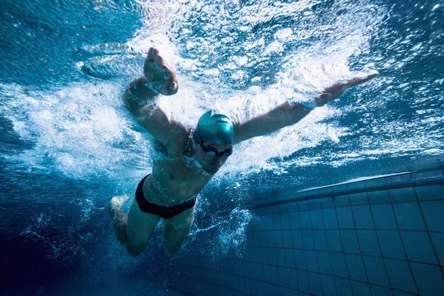 Fit nageur formation par lui-même