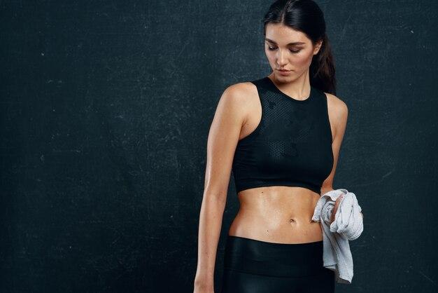 Fitness femme athlétique gym mince figure