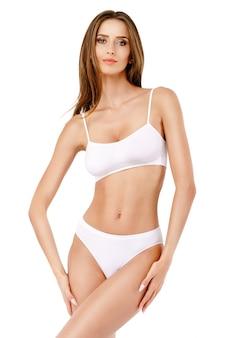 Fitness jeune femme avec un beau corps