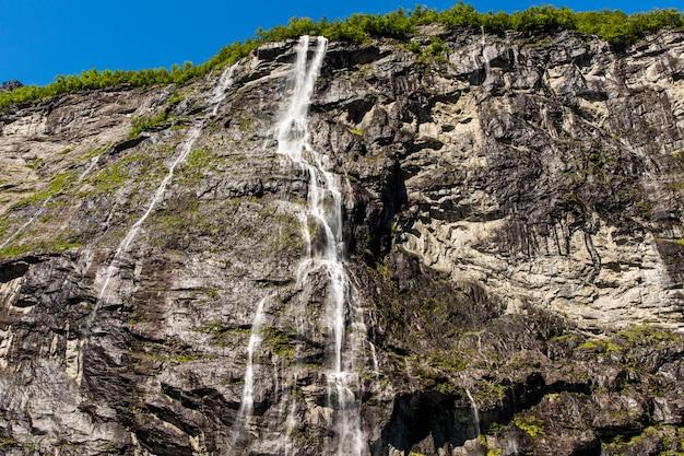 Fjord de geiranger, cascade des sept sœurs. belle nature paysage naturel de norvège.