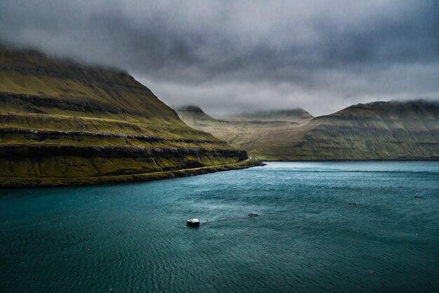 Fjords des îles féroé par temps venteux