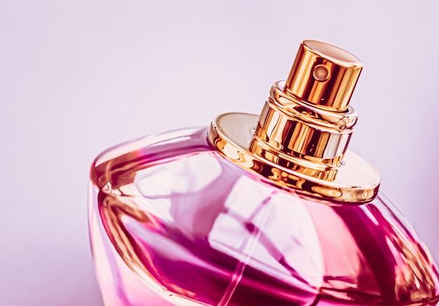 Flacon de cologne rose de parfum pour femme comme eau de parfum de parfum vintage comme cadeau de vacances parfum de luxe...