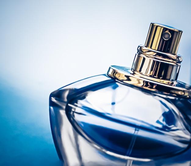 Flacon de parfum de cologne pour homme comme eau de parfum de parfum vintage comme cadeau de vacances son de parfumerie de luxe ...