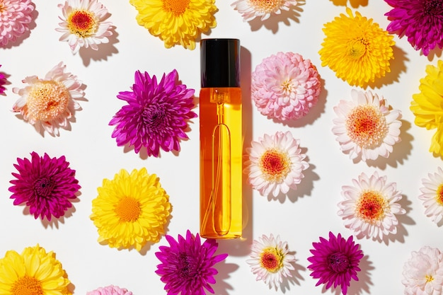 Flacon de parfum pour femme en boutons floraux se bouchent