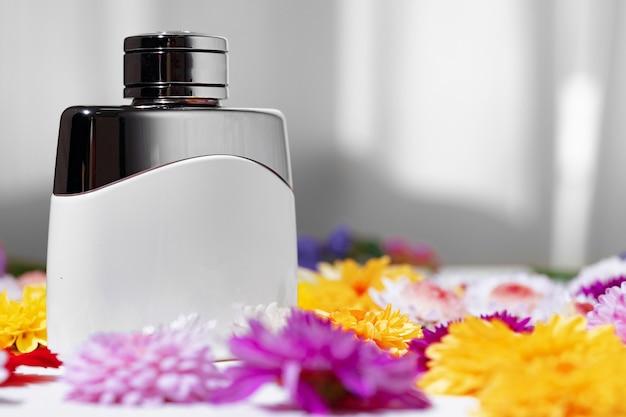Flacon de parfum pour femme en boutons floraux