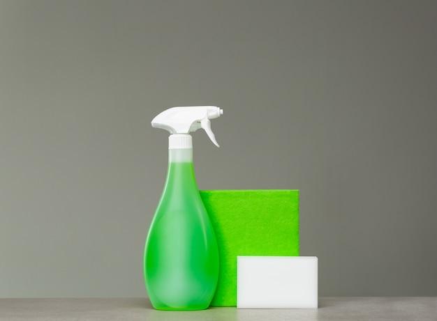 Flacon pulvérisateur de nettoyage vert avec distributeur de plastique
