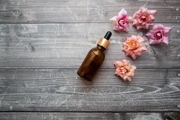 Flacon de sérum hyaluronique pour les soins cosmétiques et de beauté
