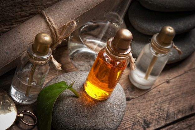 Flacons d'huiles de parfum dans l'ancien laboratoire de parfum