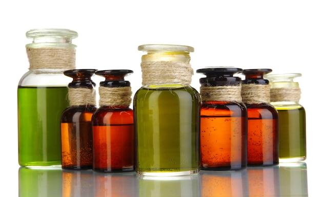 Flacons de médicaments isolés sur blanc