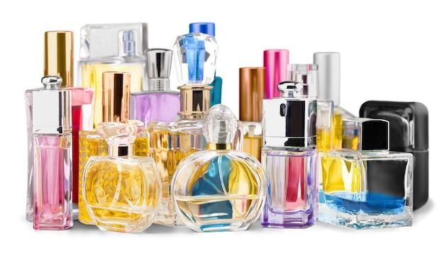 Flacons de parfum aromatique sur fond