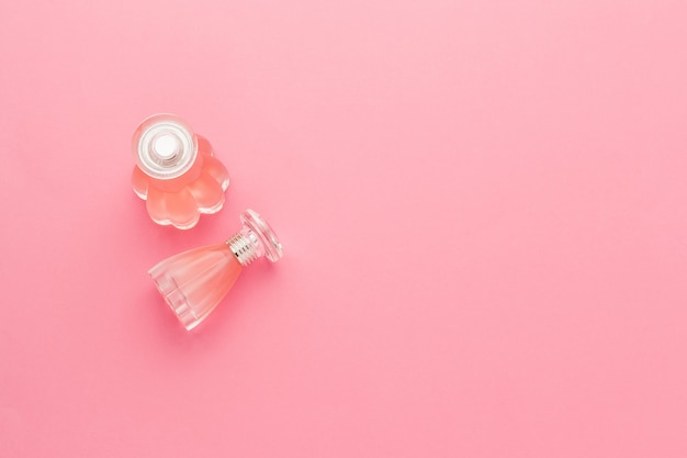 Flacons de parfum rose