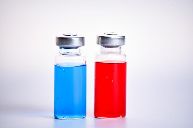 Flacons pour injection de vaccin, à remplir dans des seringues pour traitement médical.