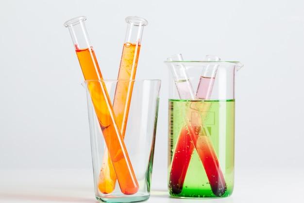 Flacons de test avec des échantillons de couleur