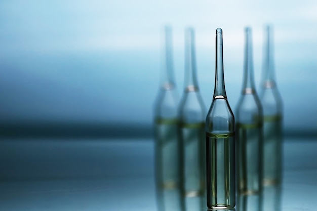 Flacons transparents de médicaments