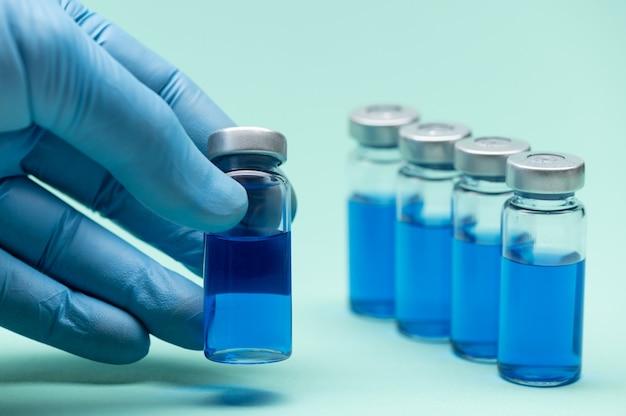 Flacons de vaccin contre le virus corona flacons de médicaments et injection de seringue.