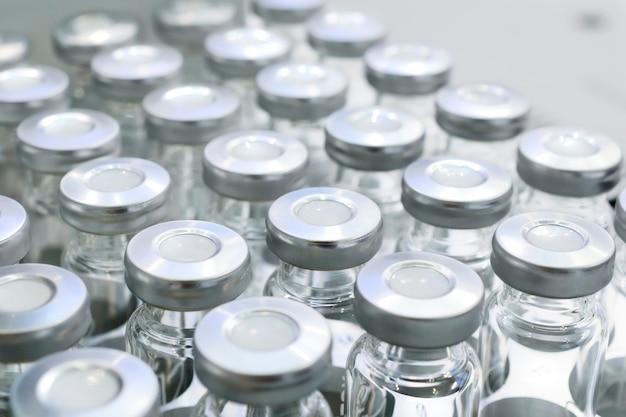 Flacons en verre pour échantillons liquides.