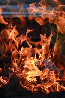 Flamme de charbon et de feu
