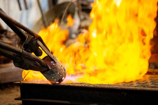 Flamme sur le four