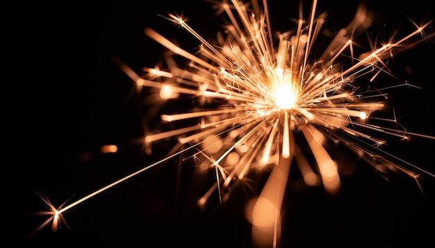 Flamme de sparklers, sur fond noir, mise au point sélective.