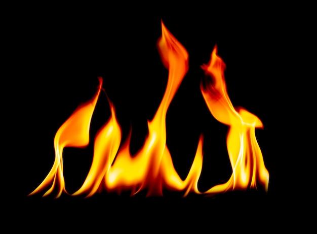 Flammes de feu sur fond noir stimulation à chaud dans le coeur