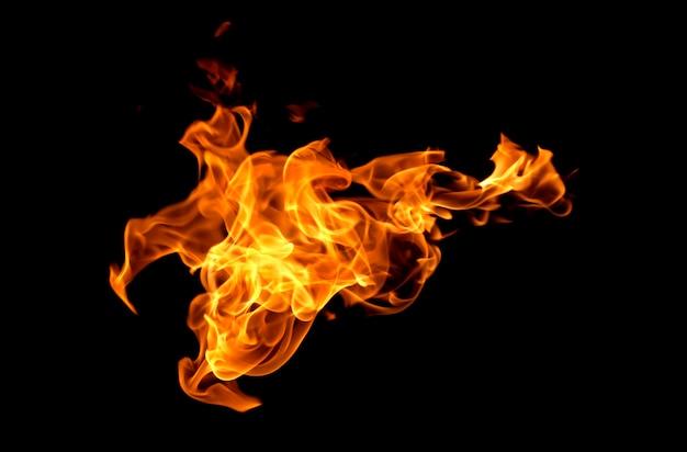 Flammes de feu isolés sur fond noir