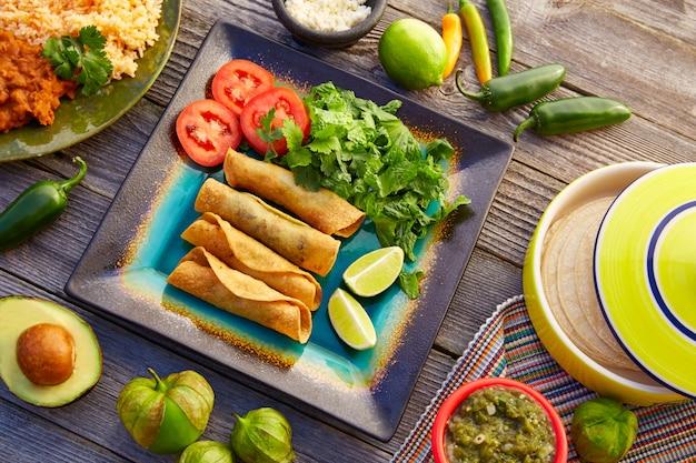 Flautas mexicaines roulées tacos à la salsa