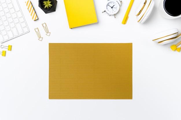 Flay Lay Of Office Desk Avec Fond Blanc Photo Premium