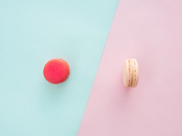 Flay poser de motif macaron, desserts sur fond coloré avec espace copie.