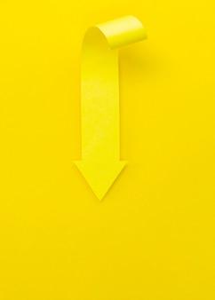 Flèche jaune pointant vers le haut
