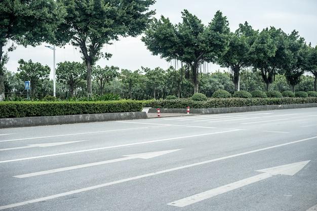 Flèches à terme sur la route