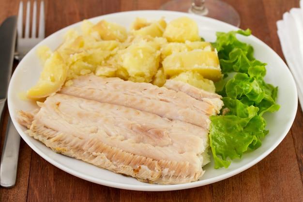 Flet aux légumes sur l'assiette