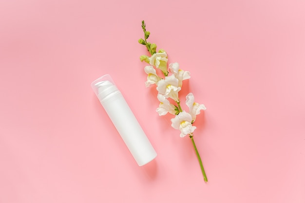 Fleur blanche et cosmétique
