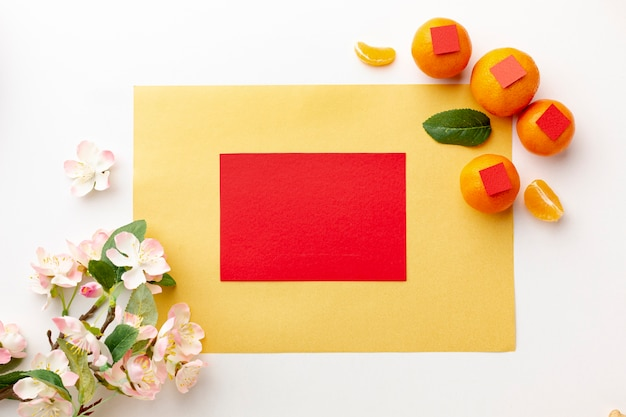 Fleur de cerisier et maquette de carte du nouvel an chinois