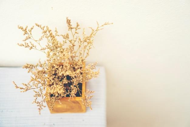 Fleur vintage sèche en pot
