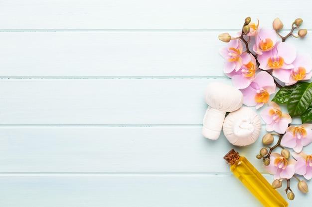 Fleurs de beauté orchidée sur fond vintage. fond de spa, thérapie spa, beauté. traitement de spa.