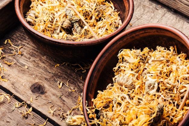 Fleurs de calendula séchées