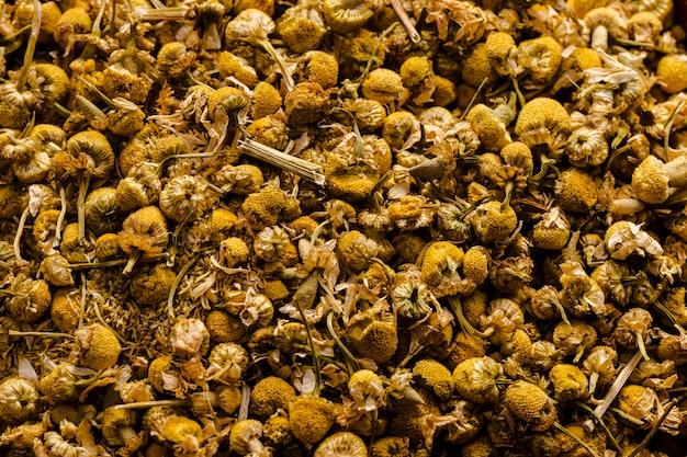 Fleurs de camomille séchées vue de dessus