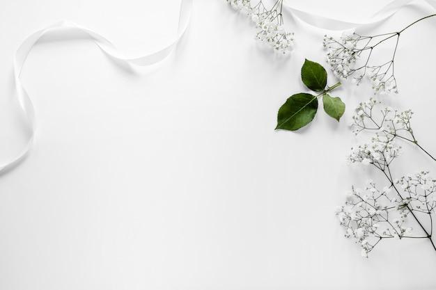 Fleurs de copie-espace pour le mariage