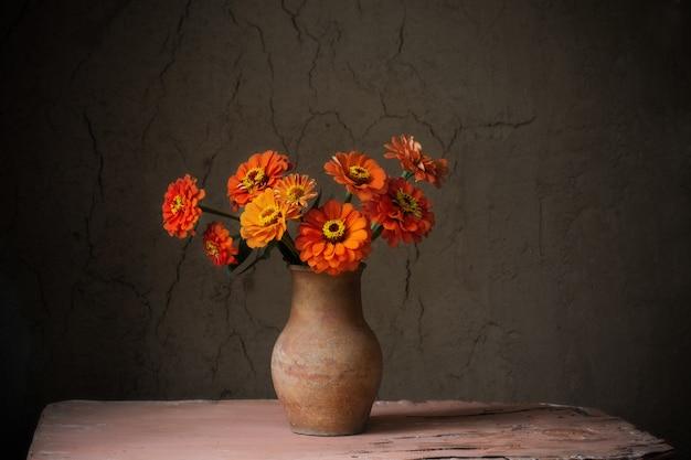 Fleurs, cruche, vieux, bois, table