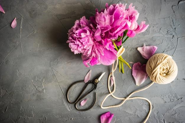 Fleurs d'été avec pivoine