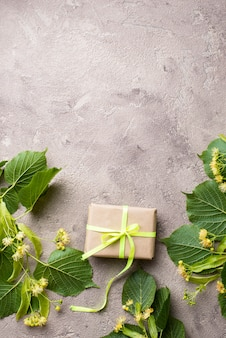 Fleurs et feuilles de tilleul