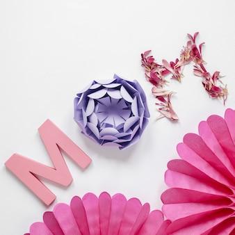 Fleurs en papier pour la fête des mères vue ci-dessus