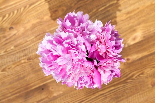 Fleurs De Pivoines Rose Clair Dans Un Bouquet, Gros Plan Photo De Fleurs Photo Premium