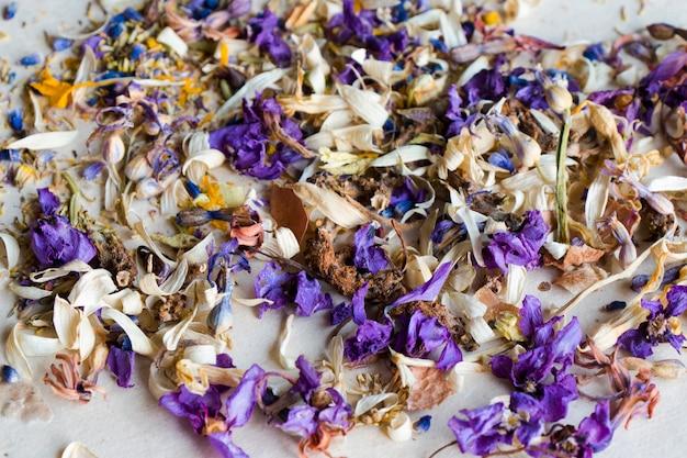 Fleurs et plantes sèches, tisane, fleurs séchées