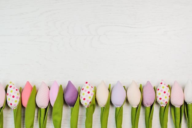 Fleurs de printemps belle tulipe sur fond blanc