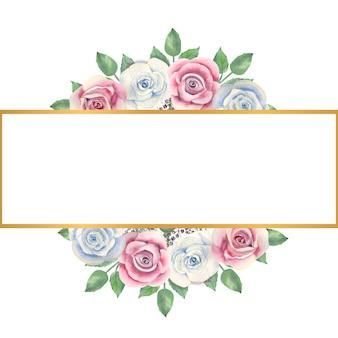 Fleurs roses bleues et roses, feuilles vertes, baies dans un cadre rectangulaire or