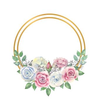 Fleurs roses bleues et roses, feuilles vertes, baies dans un cadre rond or