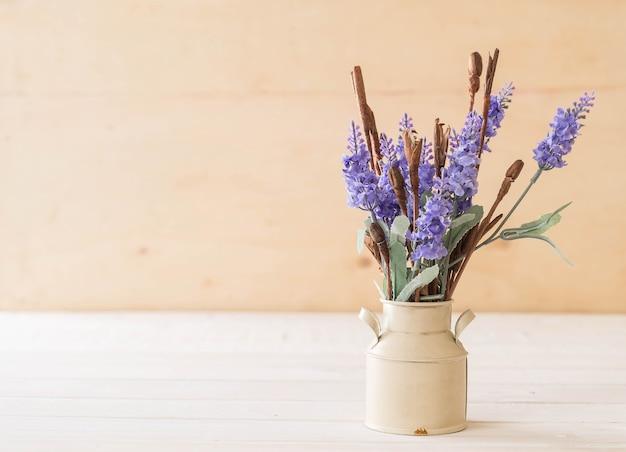 Fleurs de statice et caspia