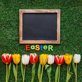 Fleurs et tableau avec le mot pâques