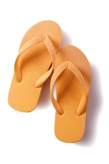 Flip flops jaune isolé sur fond blanc